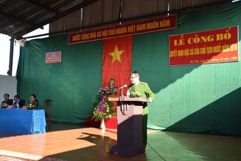 Đại tá Đặng Hữu Tín - Giám thị Trại tạm giam số 2 công bố Quyết định đặc xá của Chủ tịch nước - 2016