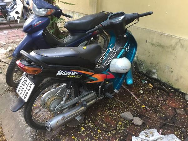"""Hà Nội: Bắt giữ nhóm """"quái xế"""" tuổi teen dùng xe máy lạng lách, đánh võng trên phố ảnh 3"""