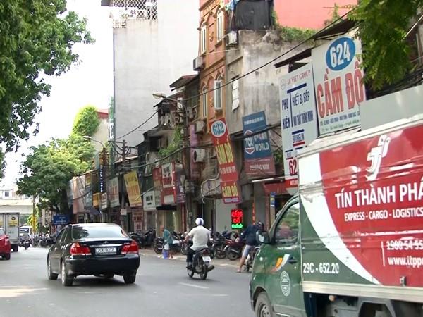 Các cửa hiệu cầm đồ trên đường Láng