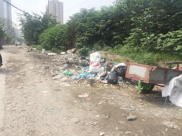 Ven đường Nguyễn Cảnh Dị thành nơi tập kết rác thải