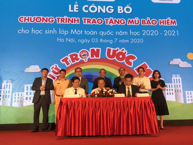 Đại diện Ủy ban ATGTQG, Bộ GD&ĐT và Honda Việt Nam thống nhất tiếp tục triển khai năm thứ 3 Chương trình trao tặng mũ bảo hiểm cho học sinh lớp 1 năm học 2020 - 2021