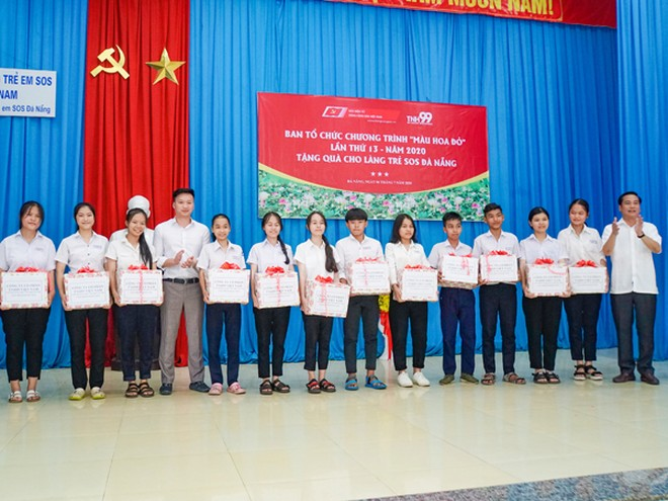 Phó Tổng Biên tập Thường trực Báo điện tử Đảng Cộng sản Việt Nam Nguyễn Công Dũng cùng Phó Tổng giám đốc Công ty Cổ phần