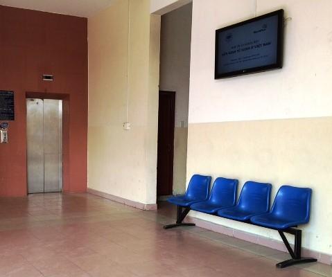 Khu vực nhà vệ sinh của giảng đường B trường đại học Kinh tế TP.HCM - nơi nữ sinh Q bị kẻ giấu mặt tấn công bằng a xít
