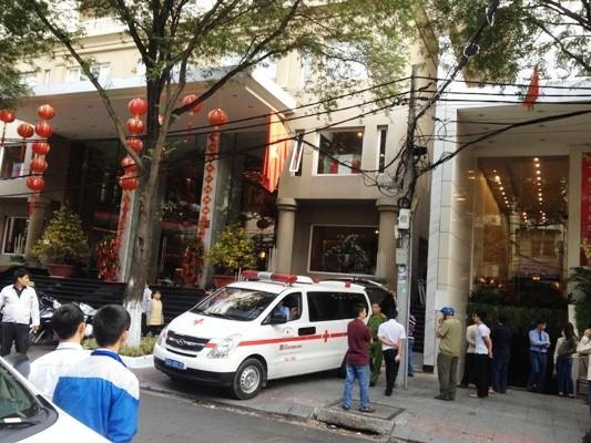 Hiện trường phát hiện người nước ngoài tử vong nằm giữa khe tường của 2 khách sạn