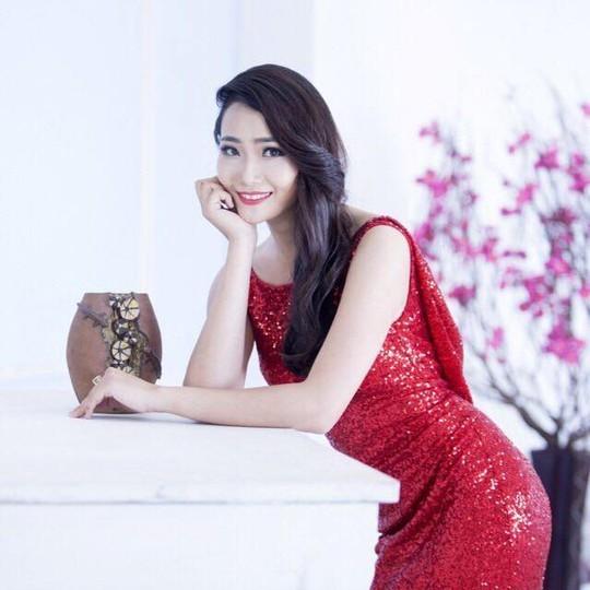 Người mẫu Lê Thị Diệu Hiền, bị công an điều tra vì có vai trò cho các đồng nghiệp đi khách