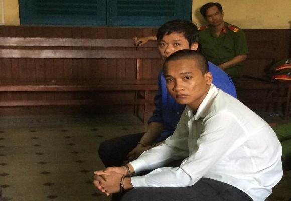 Bị cáo Thạch Thêm (áo trắng) tại tòa phúc thẩm