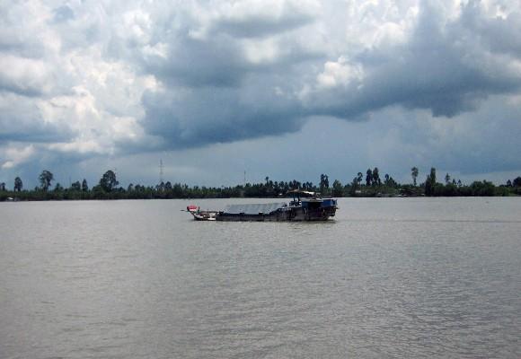 Khúc sông nơi xảy ru vụ chìm tàu khiến 2 người tử vong