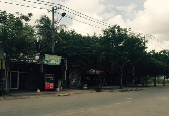 Hiện trường quán cà phê xảy ra vụ việc nằm ngay mặt đường Trần Não, quận 2