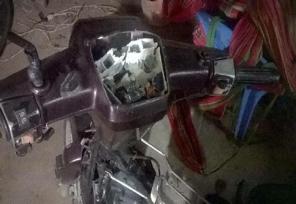 Chiếc xe gắn máy của gia đình ông Trung bị đập phá hư hỏng. Ảnh: Gia đình nạn nhân cung cấp