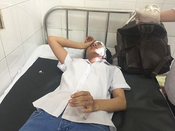 Nạn nhân Vũ Thị H đang cấp cứu tại bệnh viện