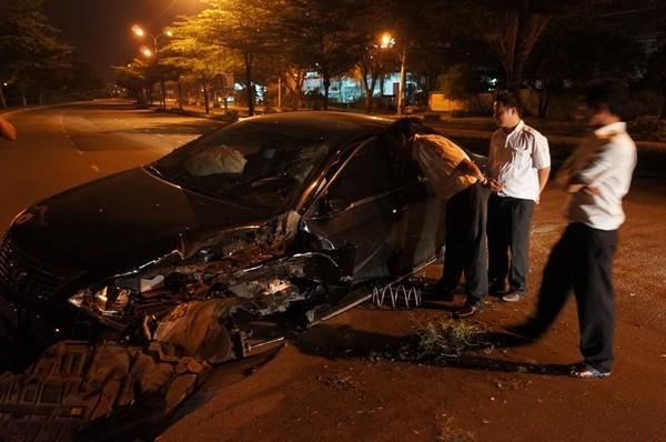hiện trường chiếc xe bị tai nạn.