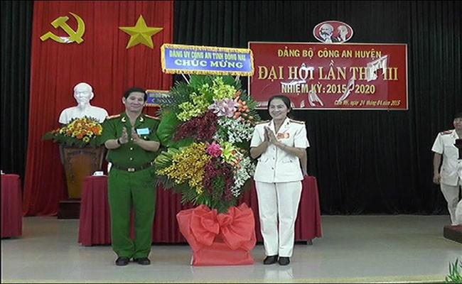 Đại tá Huỳnh Tiến Mạnh (trái) - hiện là Giám đốc Công an tỉnh Đồng Nai