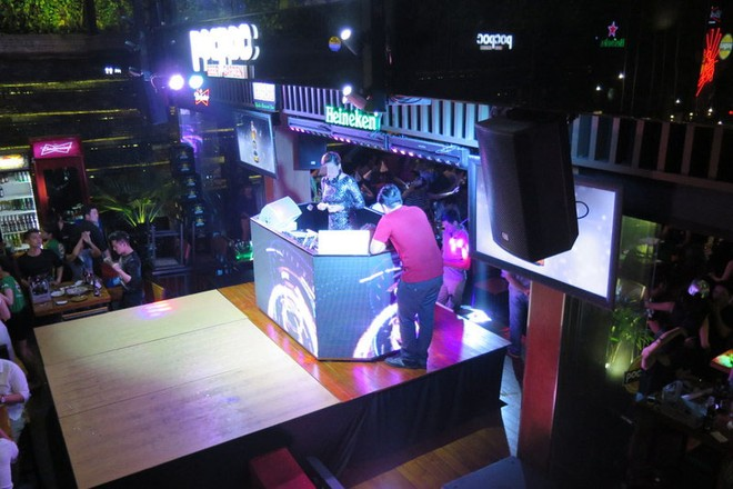 Siêu mẫu H.Y làm DJ tại thời điểm cơ quan chức năng ập vào kiểm tra