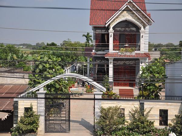 Cơ ngơi nhà ông Nguyễn Văn Út - Bí thư huyện ủy huyện Đức Hòa, tỉnh Long An bị trộm đột nhập và nổ súng vào rạng sáng 30/12