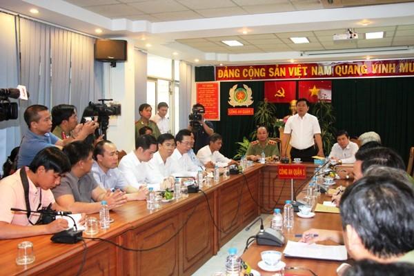 Bí thư Thành ủy TP.HCM Đinh La Thăng phát biểu chỉ đạo tại cuộc gặp với Công an quận 1