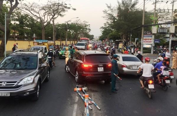 Cơ quan chức năng phong tỏa hiện trường, phân luồn giao thông