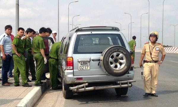 Chiếc xe được cơ quan chức năng kiểm tra bên trong