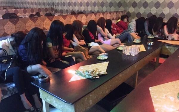 Các nữ nhân viện trong nhà hàng Hương Xưa 1