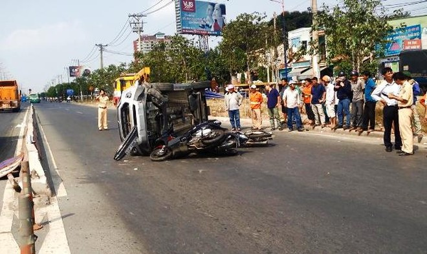 Lực lượng chức năng phong tỏa hiện trường, điều tra nguyên nhân vụ tai nạn