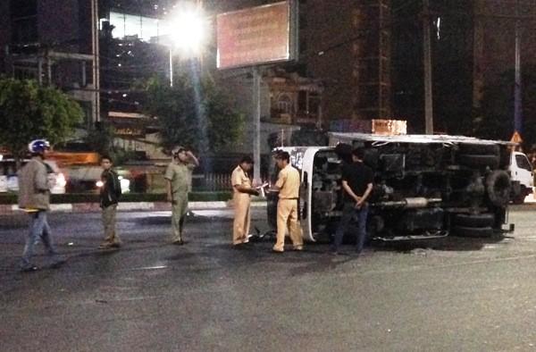 Lực lượng chức năng đang khám nghiện hiện trường vụ tai nạn giao thông