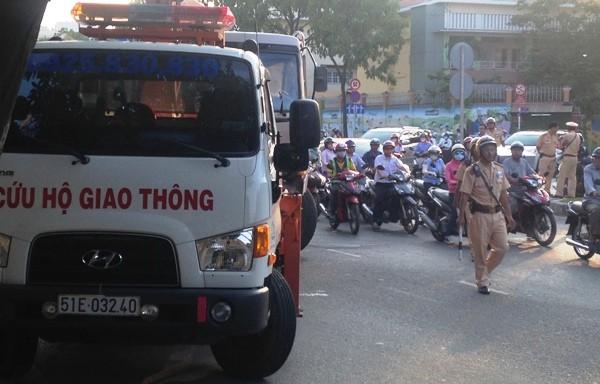 Lực lượng chức năng phong tỏa hiện trường, điều tiết lại giao thông