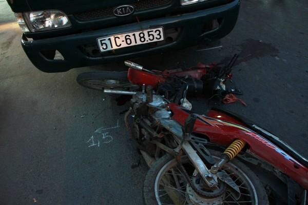 Chiếc xe máy mà cô gái điều khiển