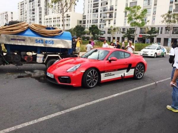 Siêu xe Porsche gặp nạn trên đường phố TP.HCM ảnh 2