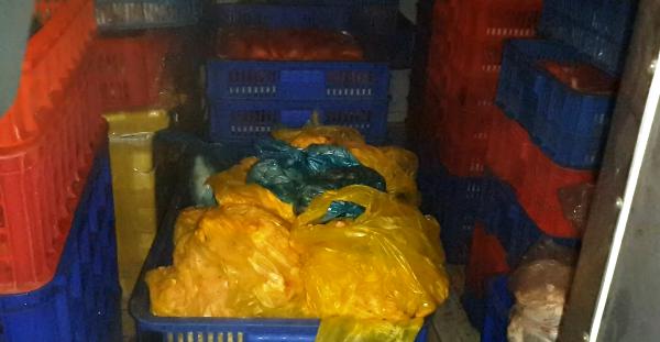 Số thực phẩm giả được cất giấu trong nhà kho