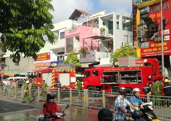 4 người chết trong đám cháy lúc rạng sáng