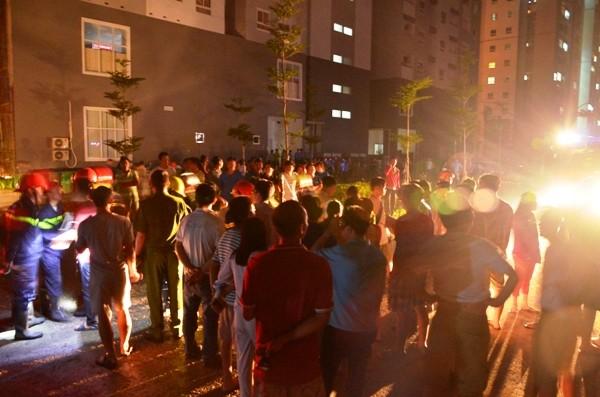 Cháy chung cư, hàng trăm cư dân tháo chạy trong đêm  ảnh 1