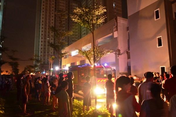Cháy chung cư, hàng trăm cư dân tháo chạy trong đêm  ảnh 2