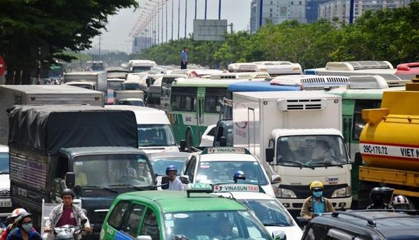 Cầu Sài Gòn tê liệt nhiều giờ