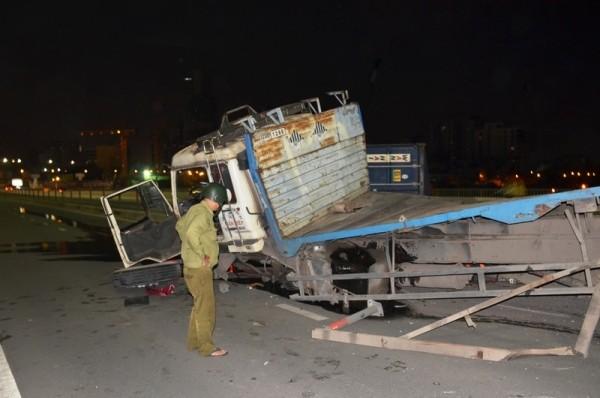 Chiếc container hư hỏng nặng nhiều phần