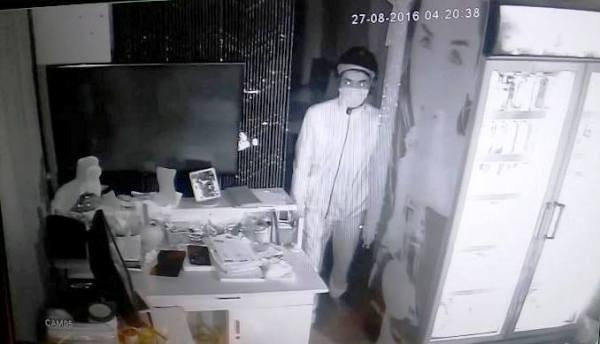 Hình ảnh kẻ trộm bị camera an ninh của quán ghi nhận được