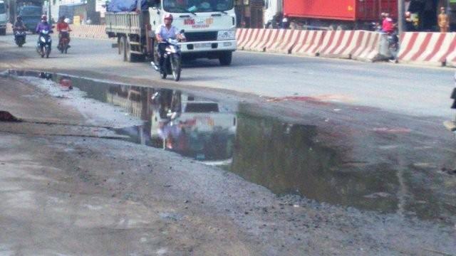 Vũng nước trên đường