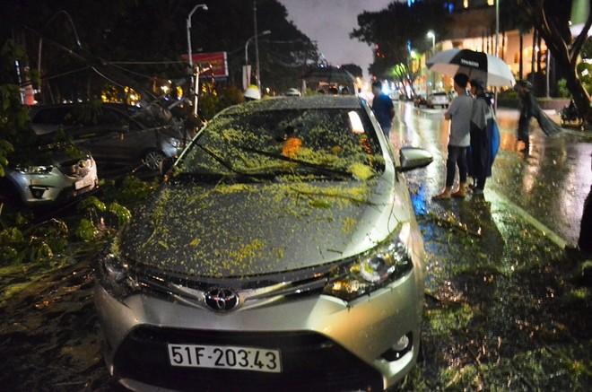 Nhiều ô tô bị hư hỏng nặng