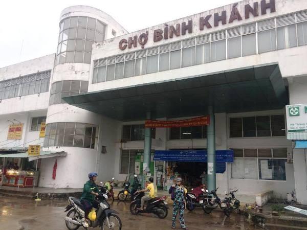 Đoạn đường trước chợ Bình Khánh, nơi nạn nhân L gục và tử vong