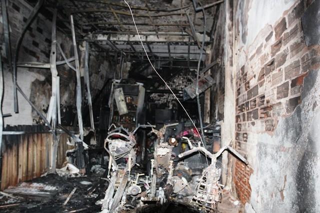 Bên trong căn nhà cháy