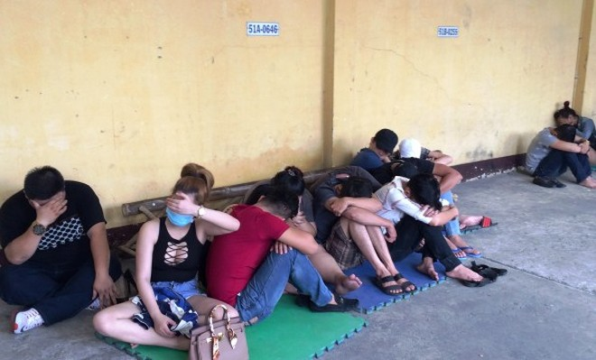 Nhiều thanh niên bị tạm giữ để điều tra