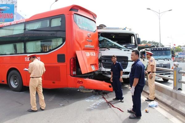 Hiện trường vụ tai nạn giao thông khiến nhân viên xe Phương Trang tử vong tại chỗ