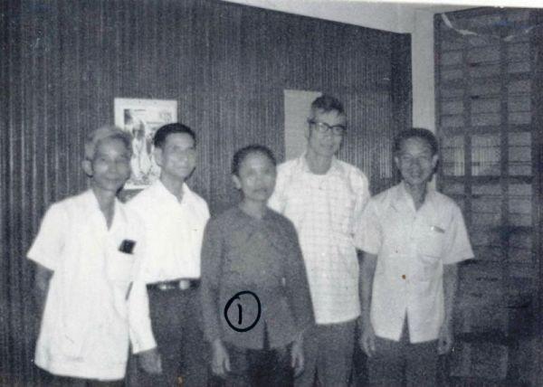 Ông Phan Trọng Bình - thứ hai, từ phải qua trong một lần họp mặt cùng các đồng đội. Ảnh: Tư liệu