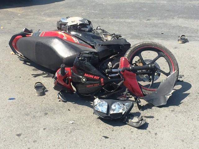 Chiếc xe máy hư hỏng nặng