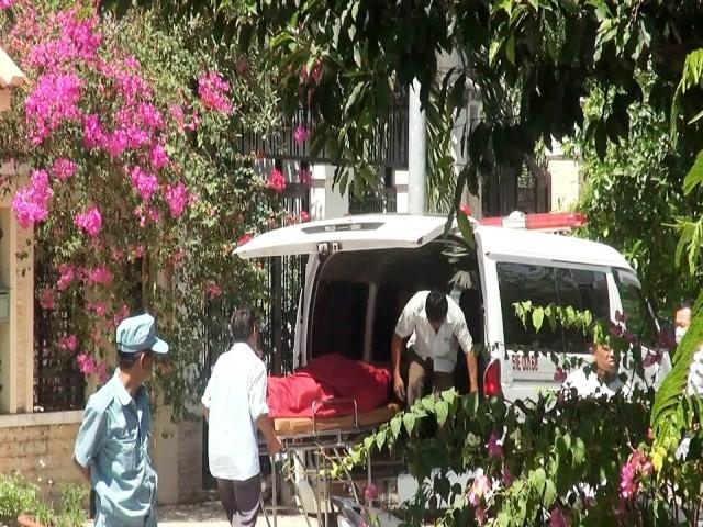 Thi thể người nước ngoài được đưa về nhà xác để phục vụ công tác điều tra