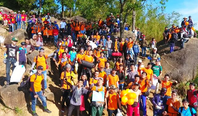 """Hơn 400 phượt thủ mở chiến dịch """"quét"""" rác trên núi Bà Đen ảnh 1"""