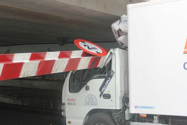 Cabin xe tải hư hỏng nặng