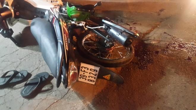 Nam thanh niên đi xe máy Exciter gần gãy lìa chân sau va chạm với mô tô Z1000