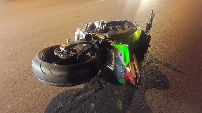 Chiếc mô tô Z1000 hư hỏng sau va chạm