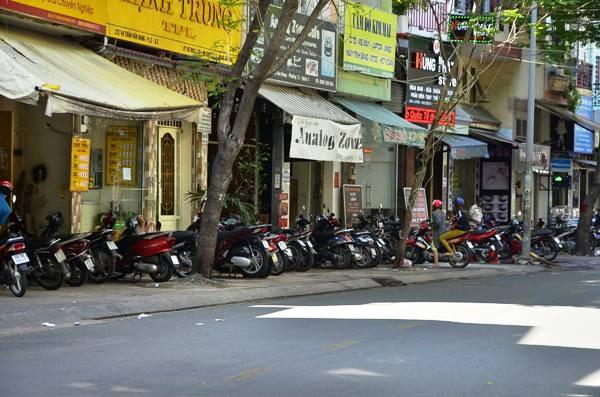Hiện trường vụ truy sát làm 1 người nguy kịch tại đường Trần Văn Đang, quận 3
