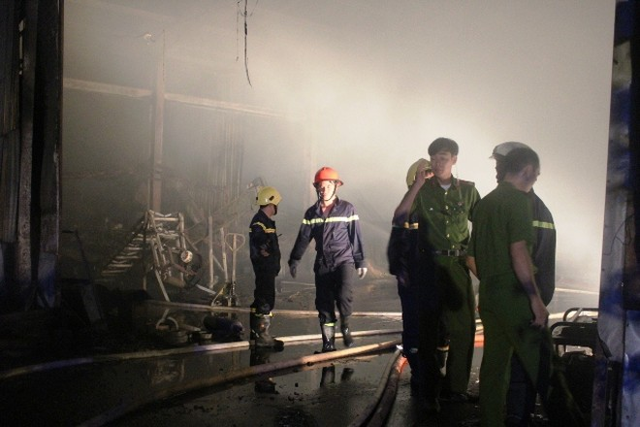 Hơn 1000m2 nhà xưởng và tài sản bên trong bị thiêu rụi
