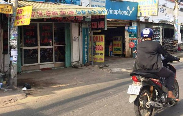 Hiện trường vụ cướp bằng súng điện là tiệm hót tóc ngay mặt tiền đường Tân Kỳ Tân Quý, quận Tân Phú